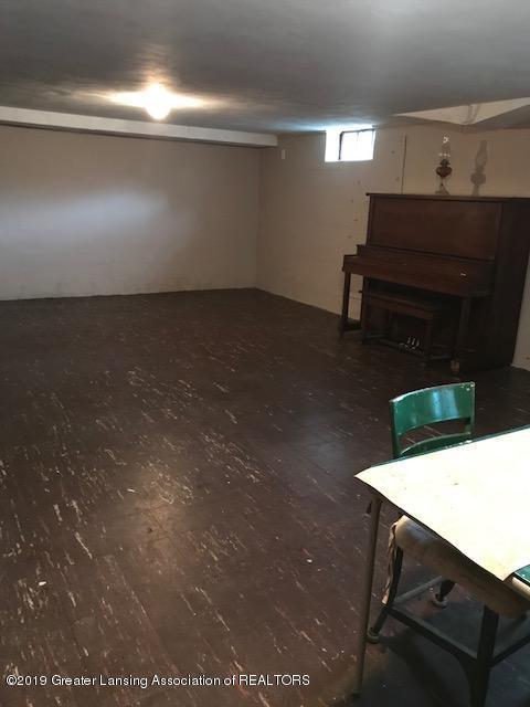 4632 Old Lansing Rd - old lansing rd family rm basement 2 - 13