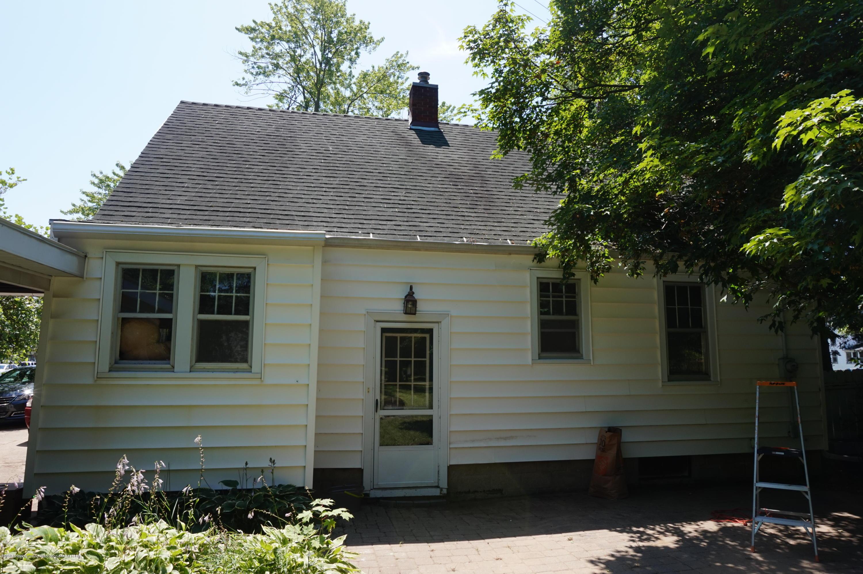 740 W Grand River Ave - DSC02116 - 4