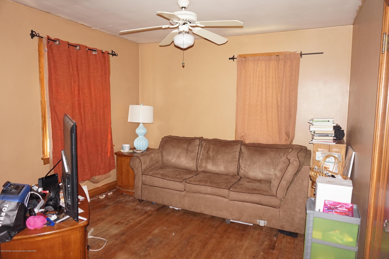 740 W Grand River Ave - DSC02117 - 5