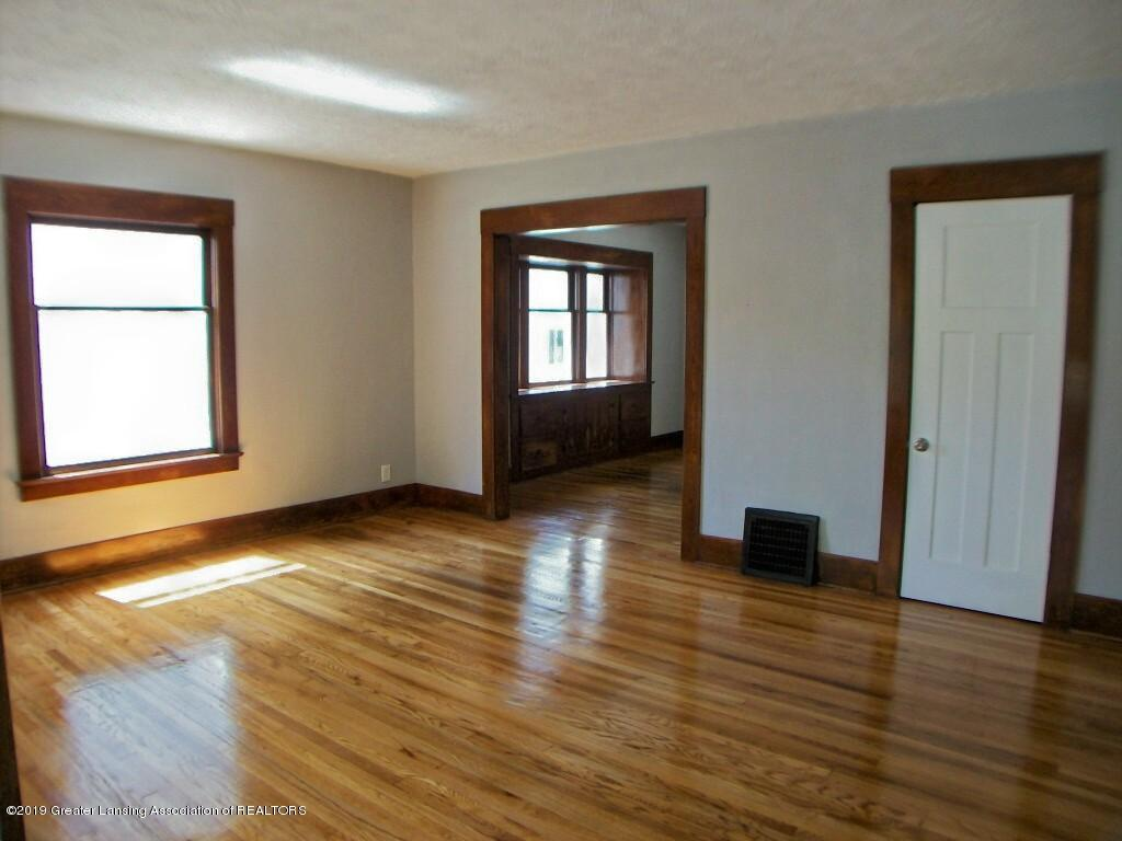 215 N Clemens Ave - 000_0025 - 2