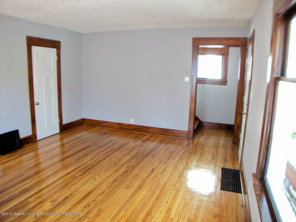 215 N Clemens Ave - 000_0027 - 4