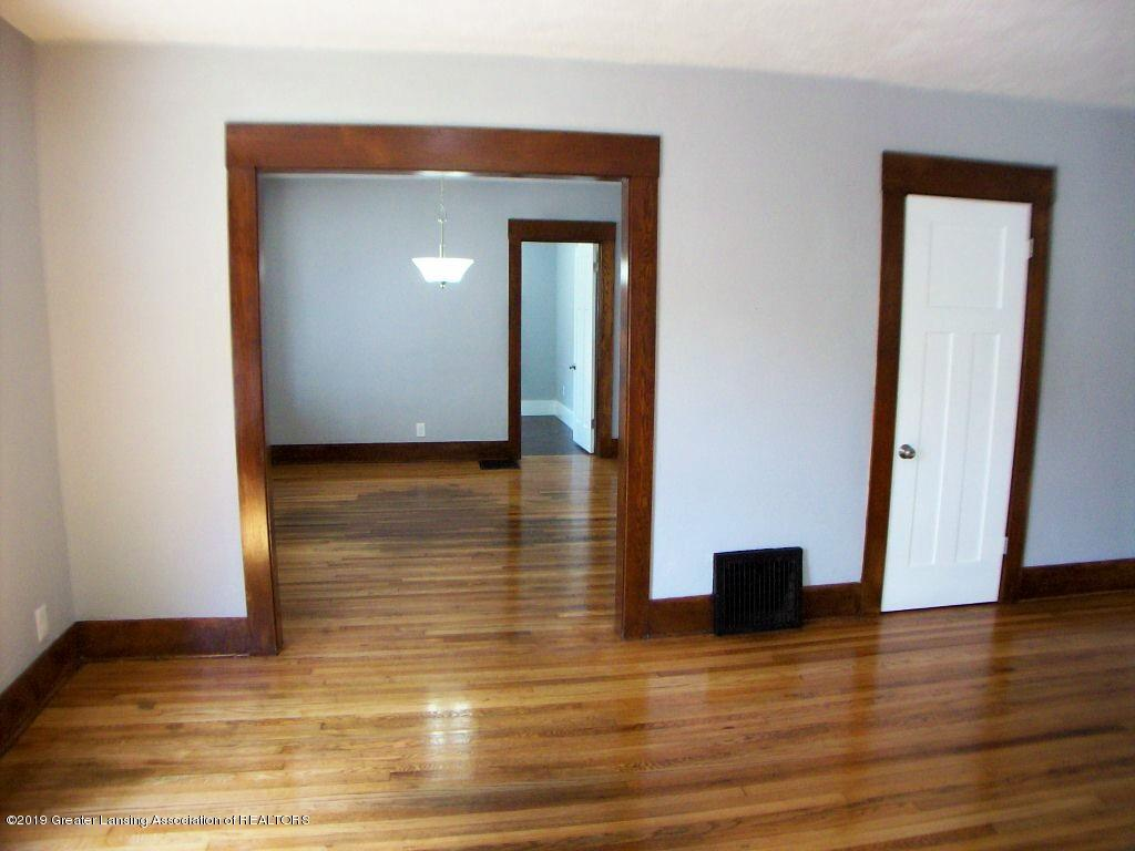 215 N Clemens Ave - 000_0028 - 5