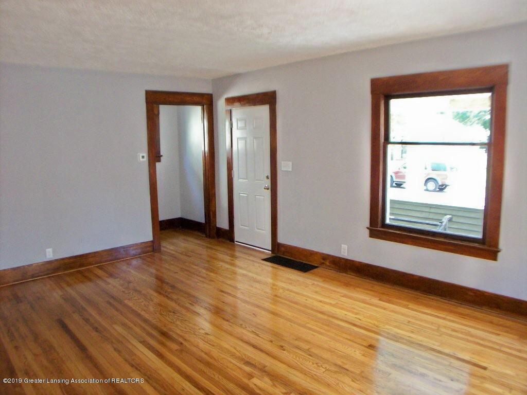 215 N Clemens Ave - 000_0029 - 7