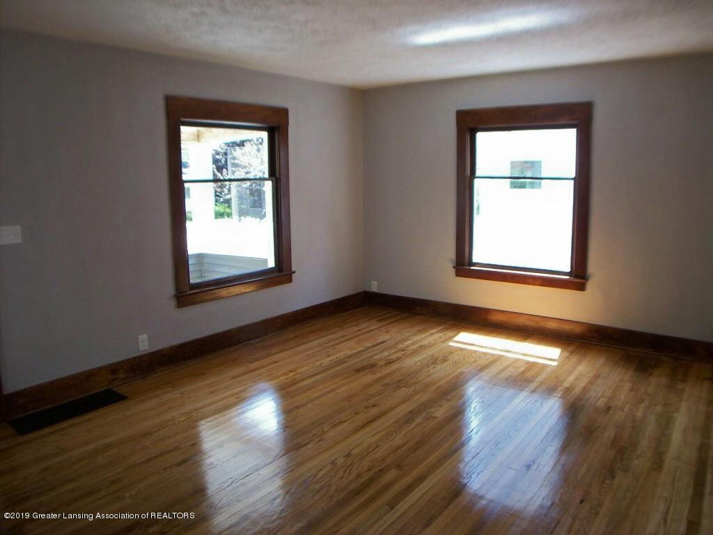 215 N Clemens Ave - 000_0030 - 8