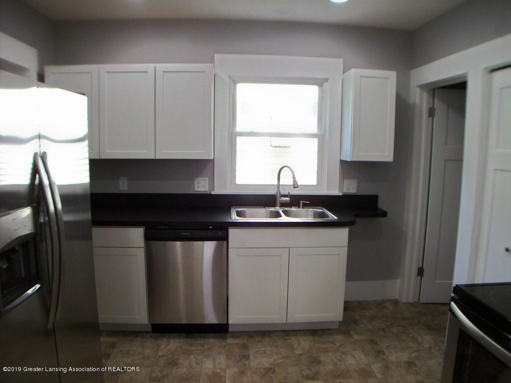 215 N Clemens Ave - 000_0035 - 11