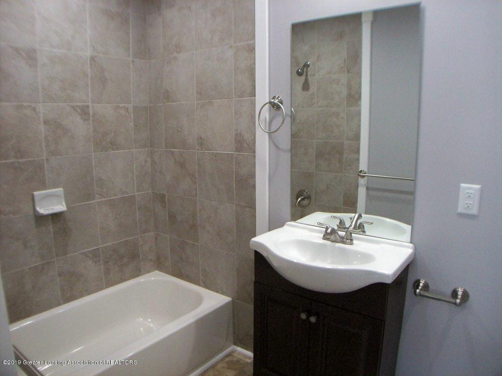 215 N Clemens Ave - 000_0040 - 18