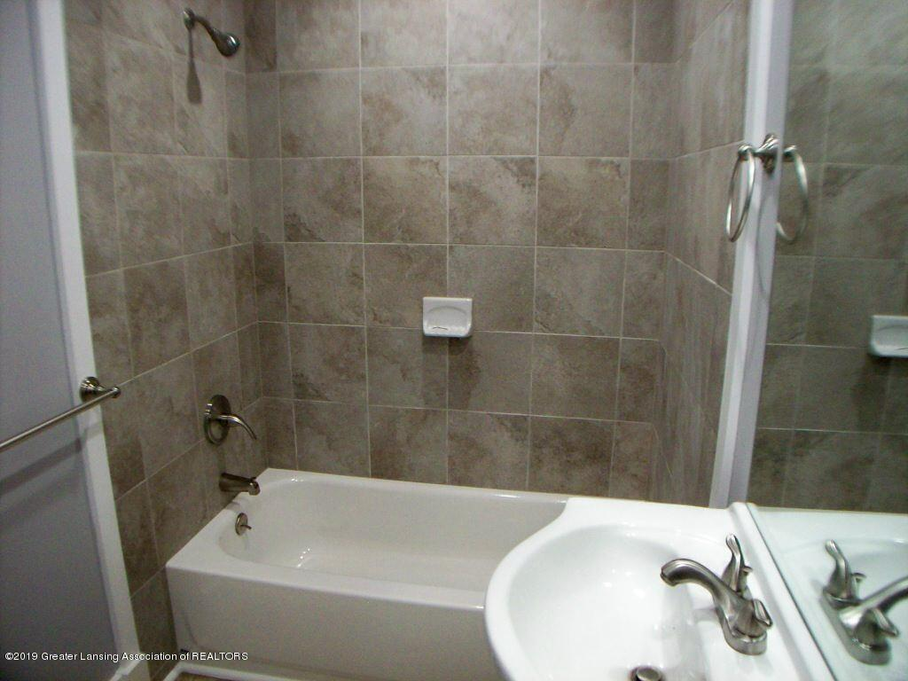215 N Clemens Ave - 000_0042 - 19