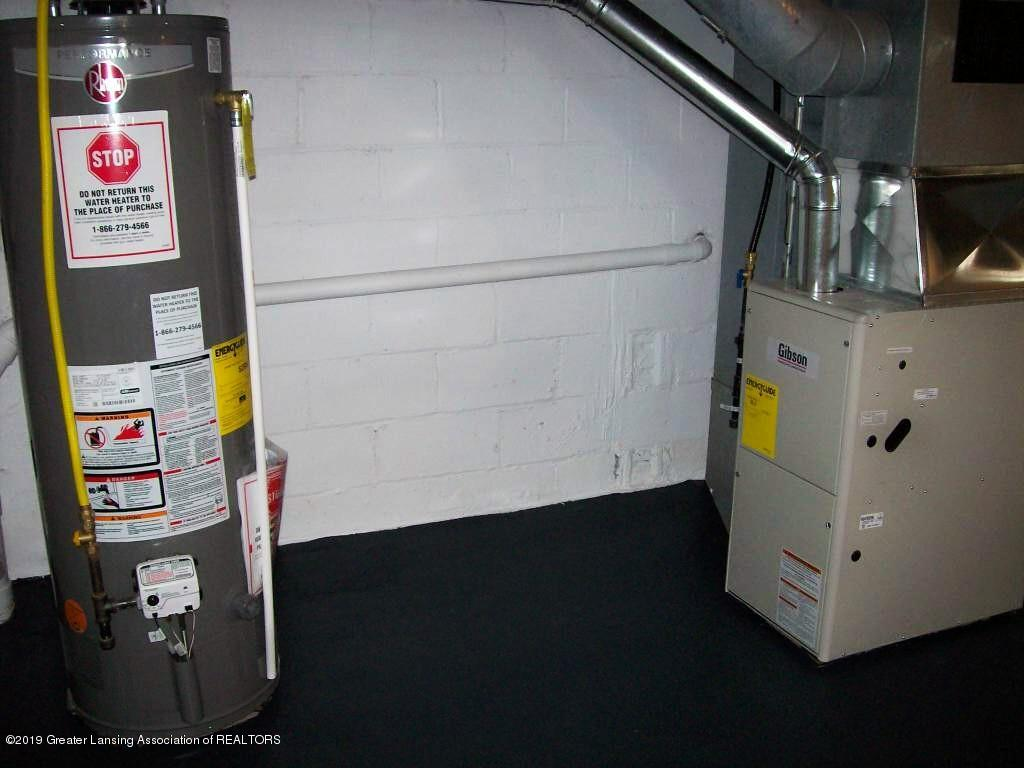 215 N Clemens Ave - 000_0045 - 32