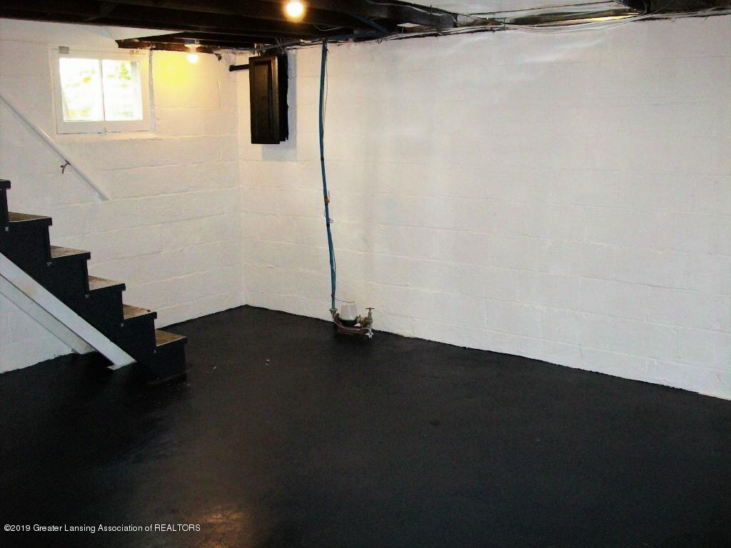 215 N Clemens Ave - 000_0046 - 35