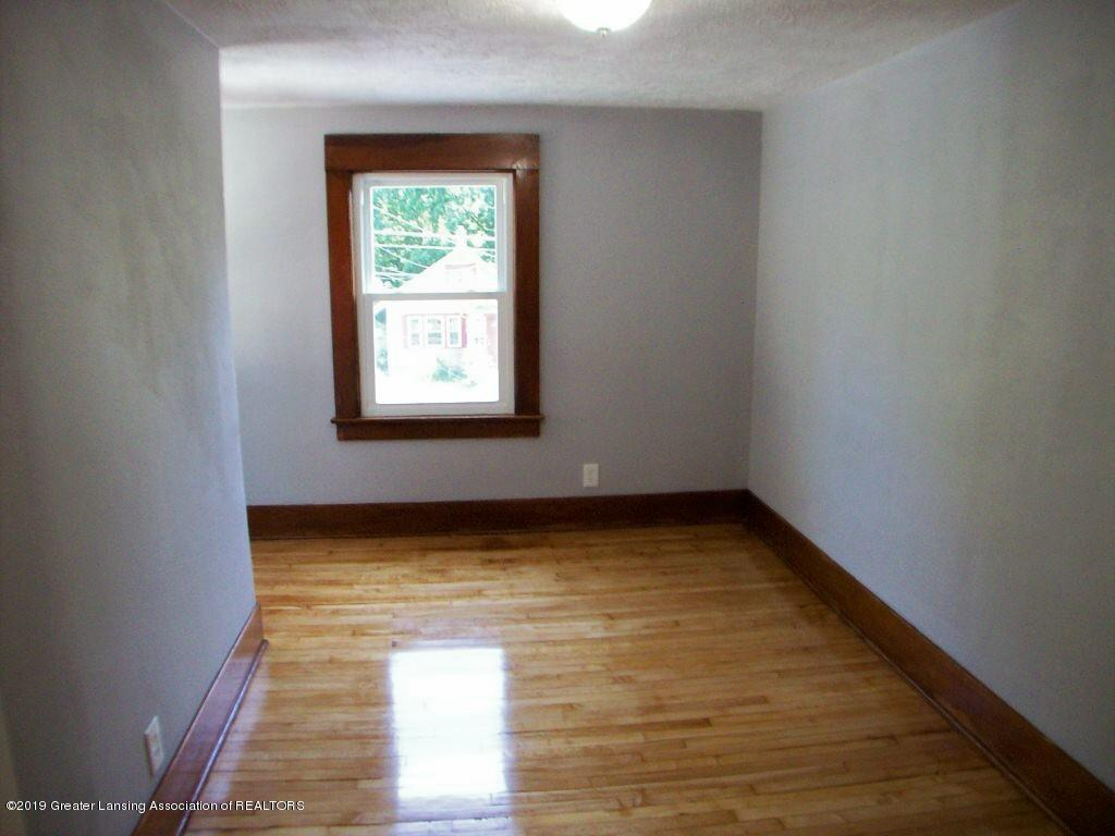 215 N Clemens Ave - 000_0052 - 24