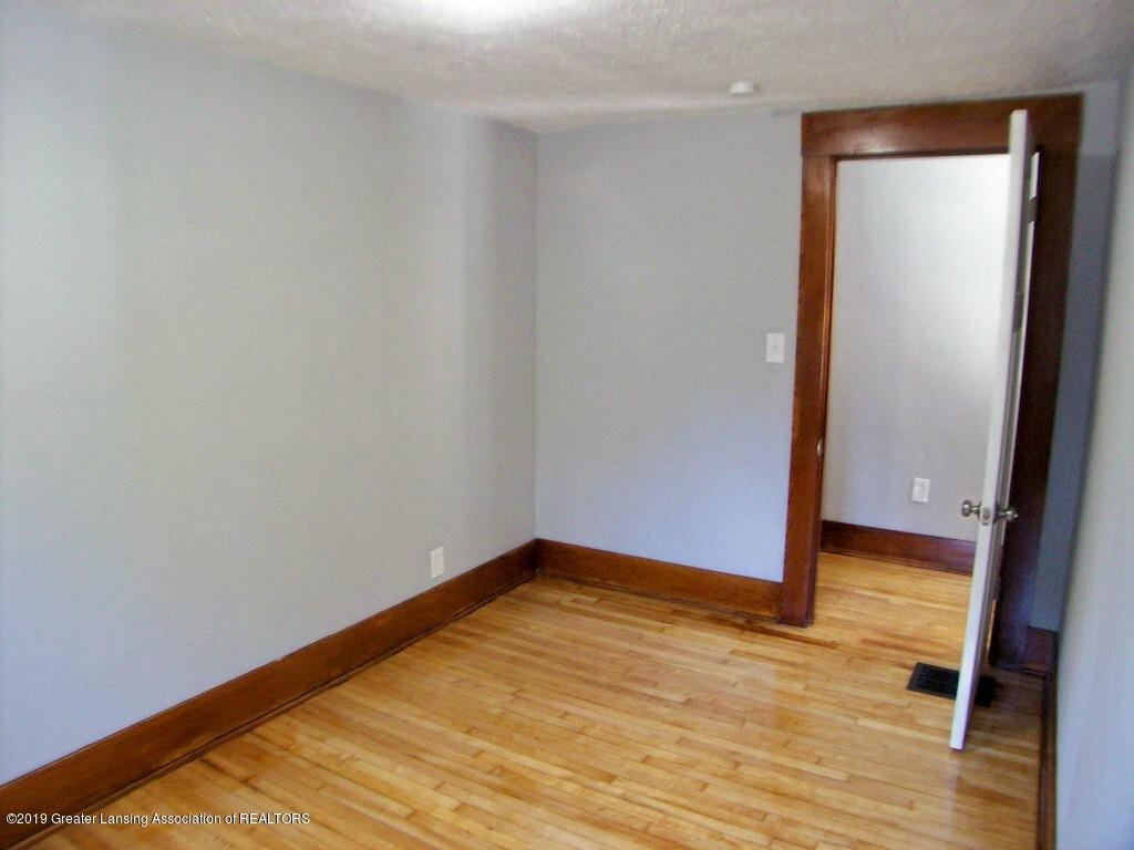 215 N Clemens Ave - 000_0054 - 26