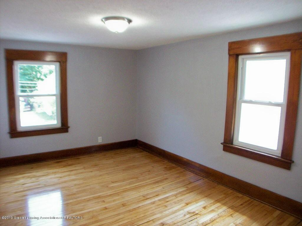 215 N Clemens Ave - 000_0058 - 30