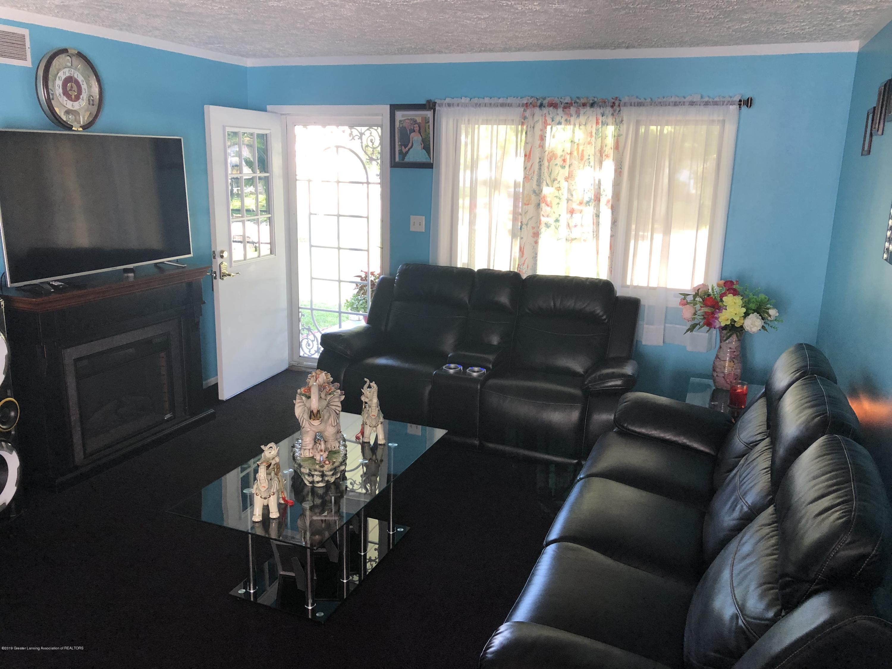 5712 Piper Ave - Living room - 2