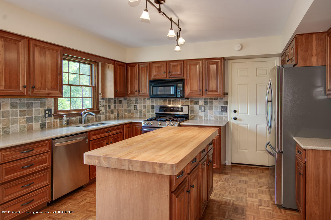 1374 Silkwood Dr - Kitchen - 8