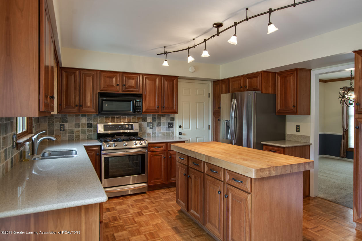 1374 Silkwood Dr - Kitchen - 10
