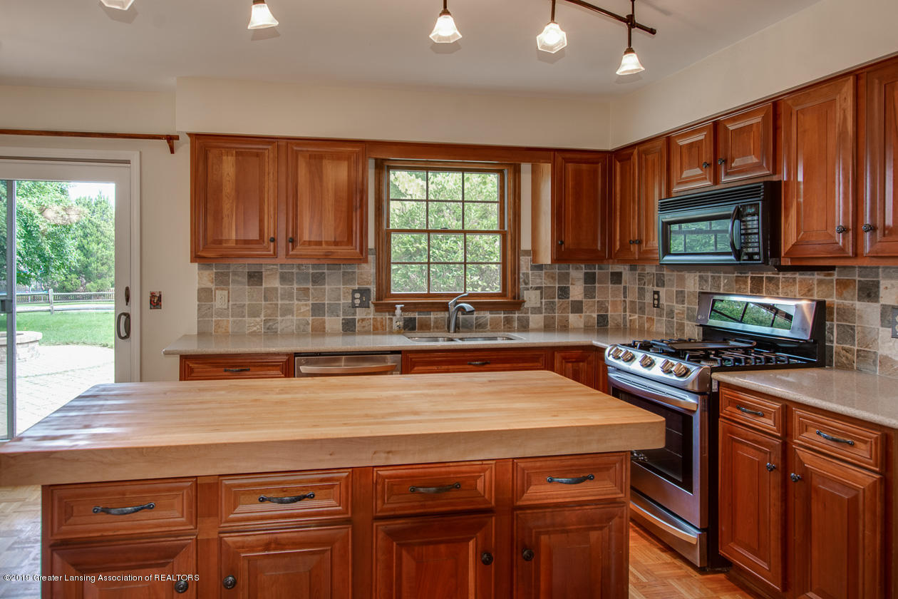 1374 Silkwood Dr - Kitchen - 9