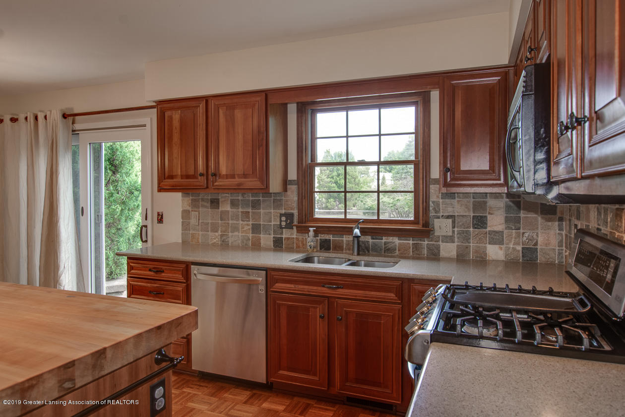1374 Silkwood Dr - Kitchen - 11