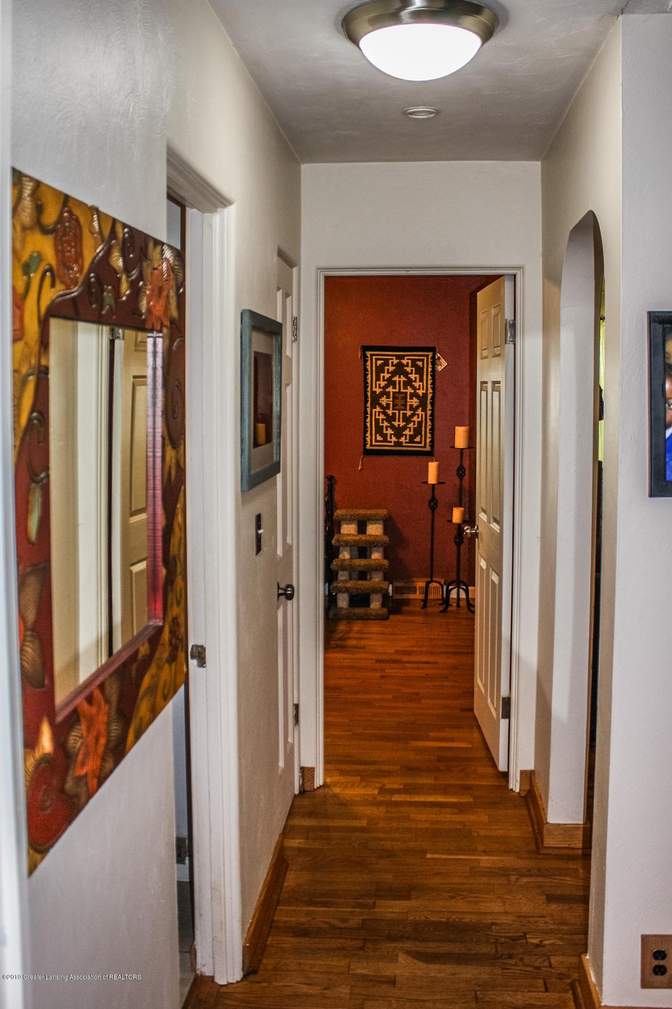 515 Durand St - Hallway - 16