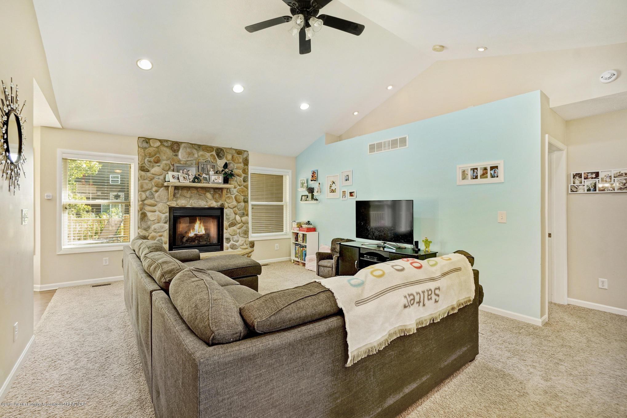 1136 Cranbrook Ln - Living Area - 11