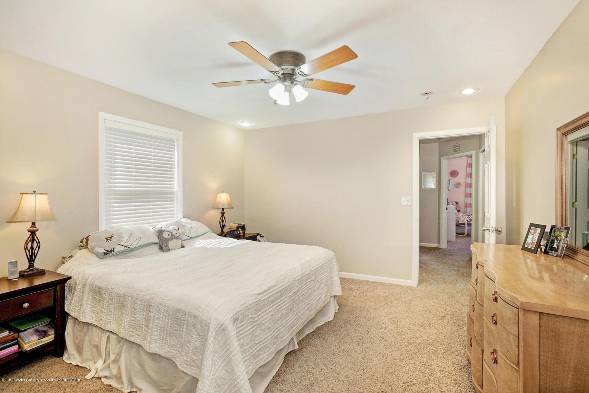 1136 Cranbrook Ln - Master Bedroom - 20
