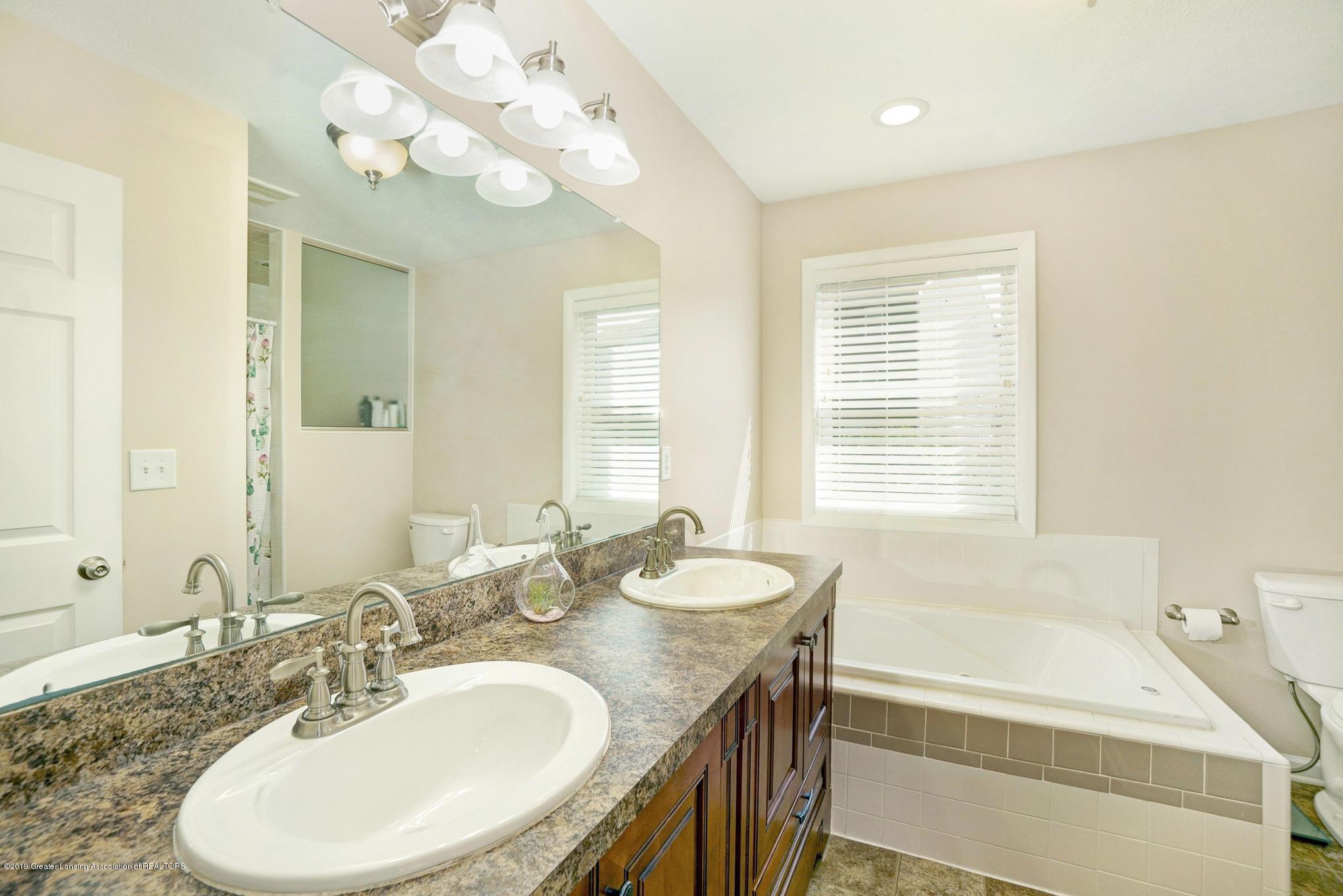 1136 Cranbrook Ln - Master Bathroom - 21