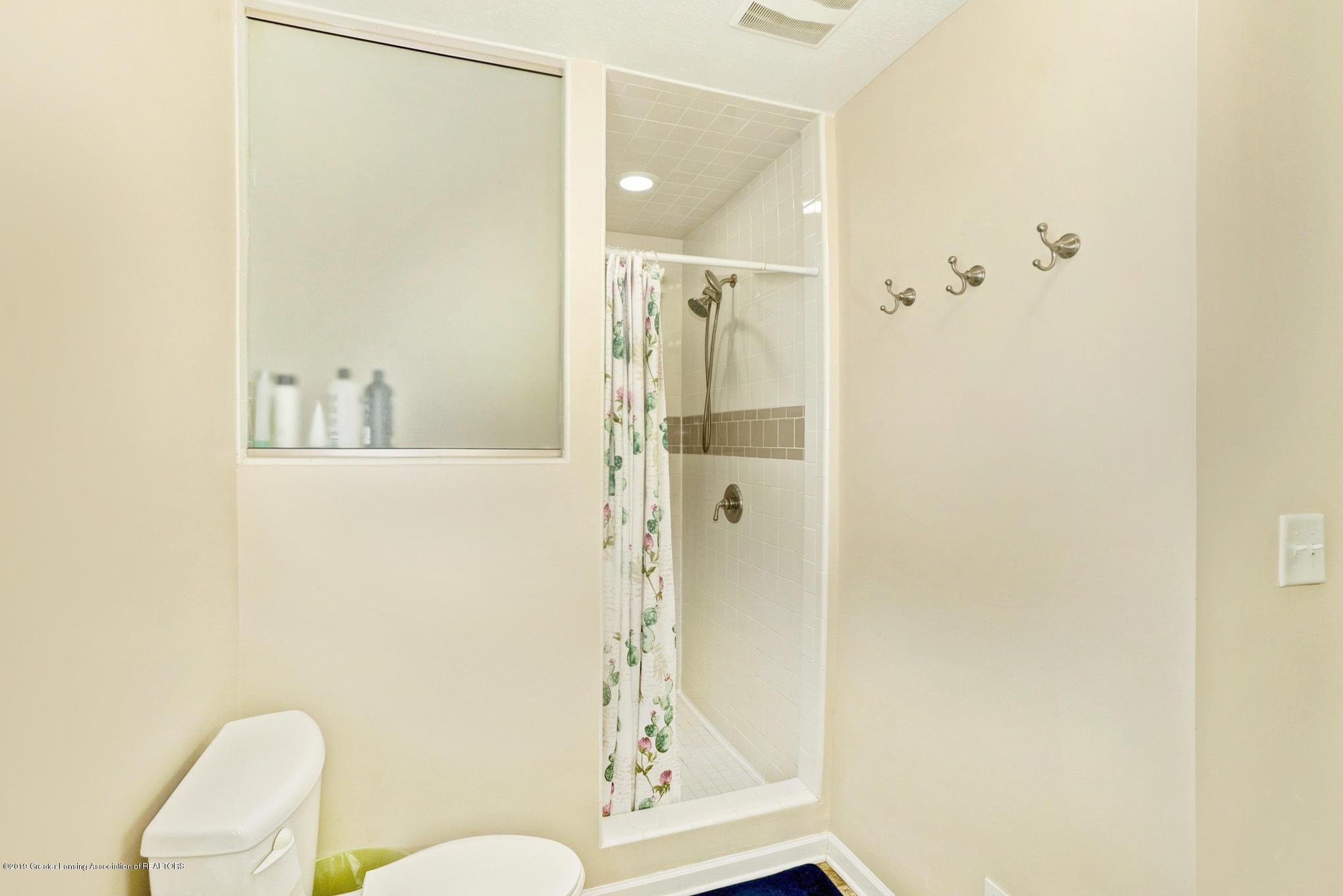 1136 Cranbrook Ln - Master Bathroom - 22
