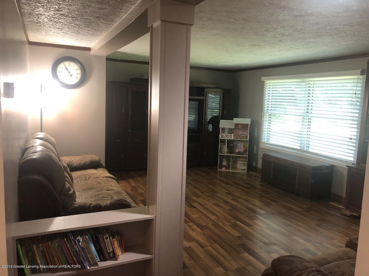 13185 Beardslee Rd - livingroom pic 2 - 2