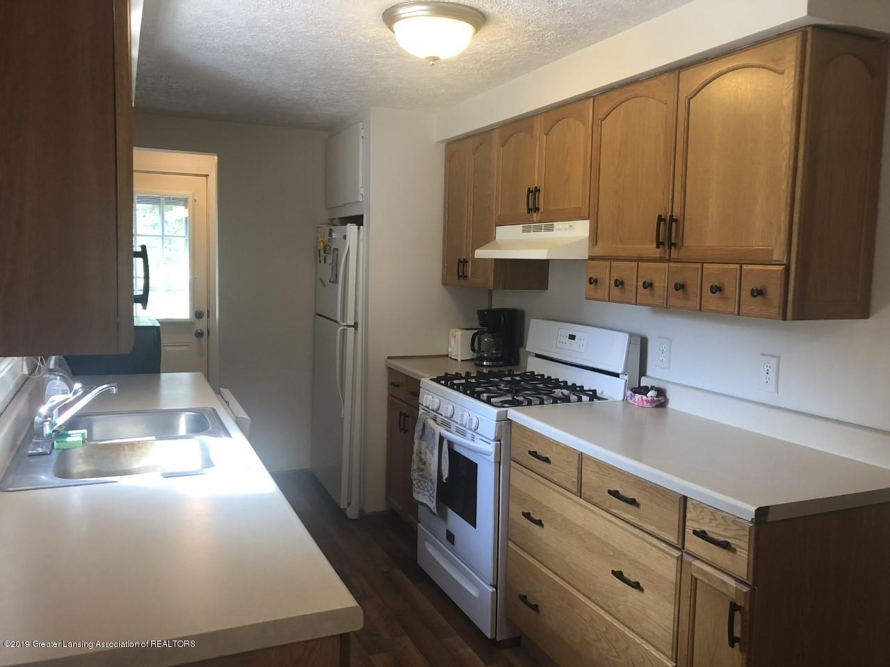 13185 Beardslee Rd - kitchen pic - 4