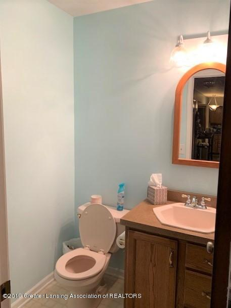 161 Gale Rd - Half Bath Main Floor - 21