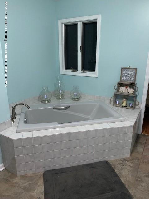 161 Gale Rd - Master Bath Tub - 19