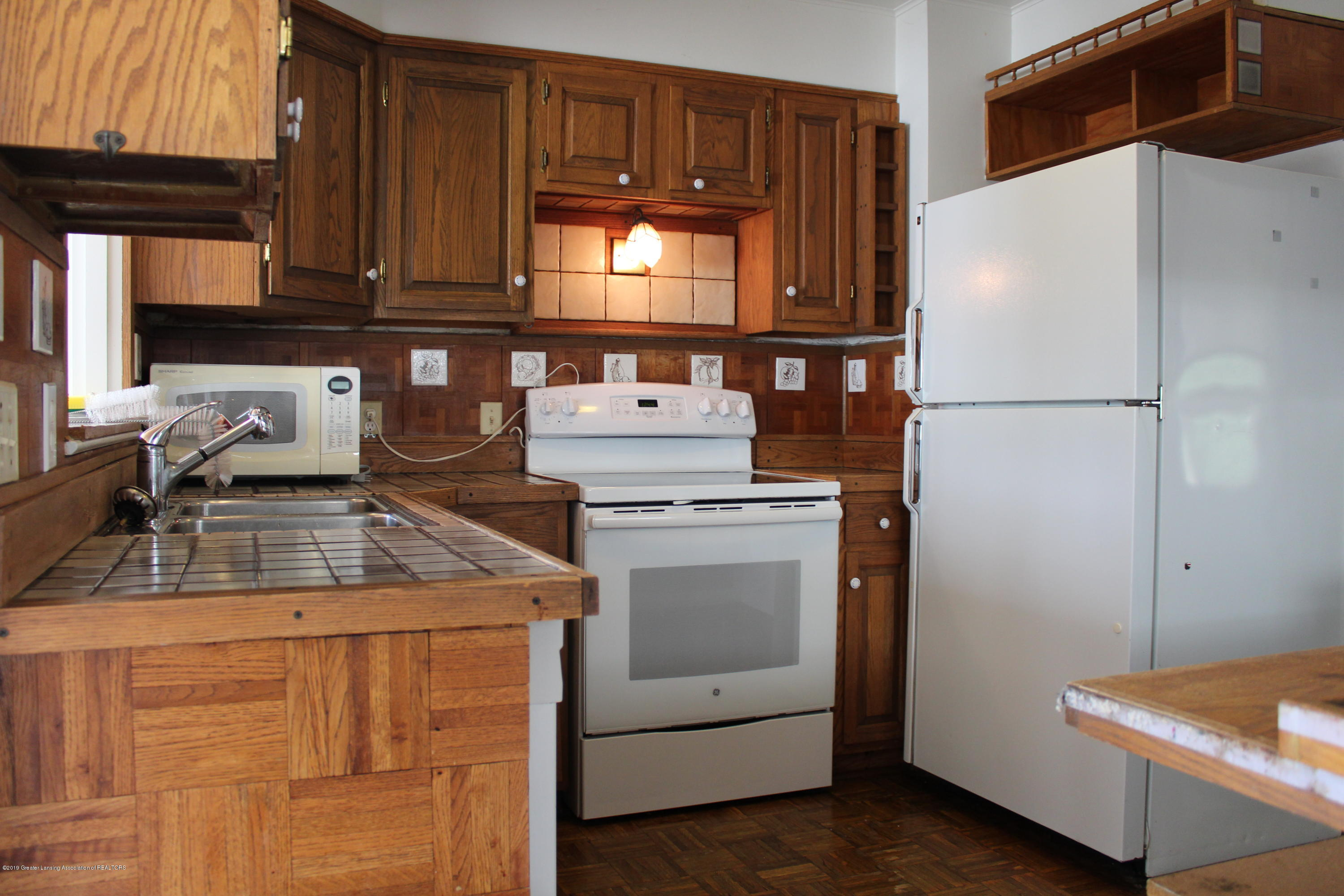 148 University Dr - Kitchen - 7