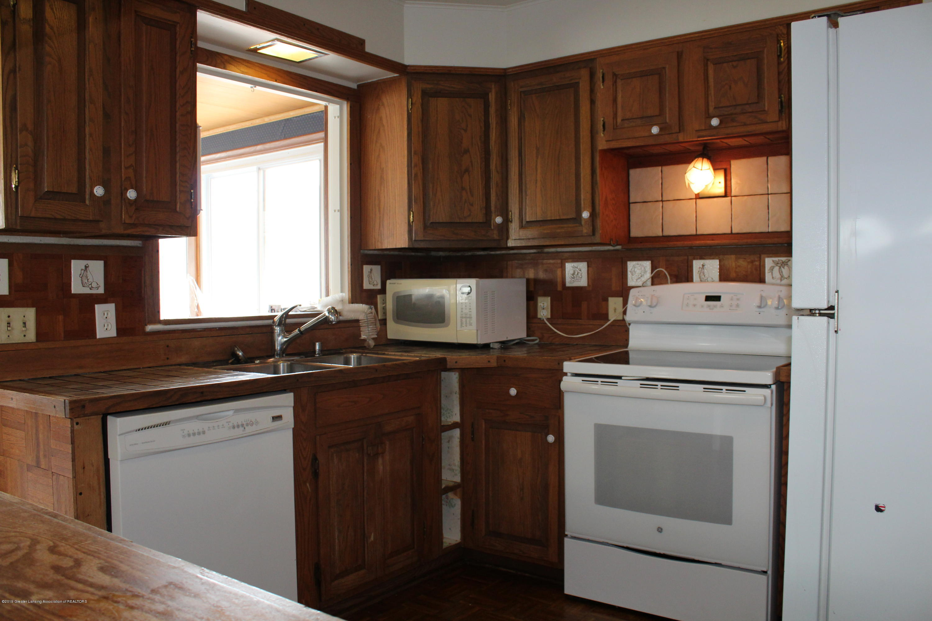 148 University Dr - Kitchen - 8