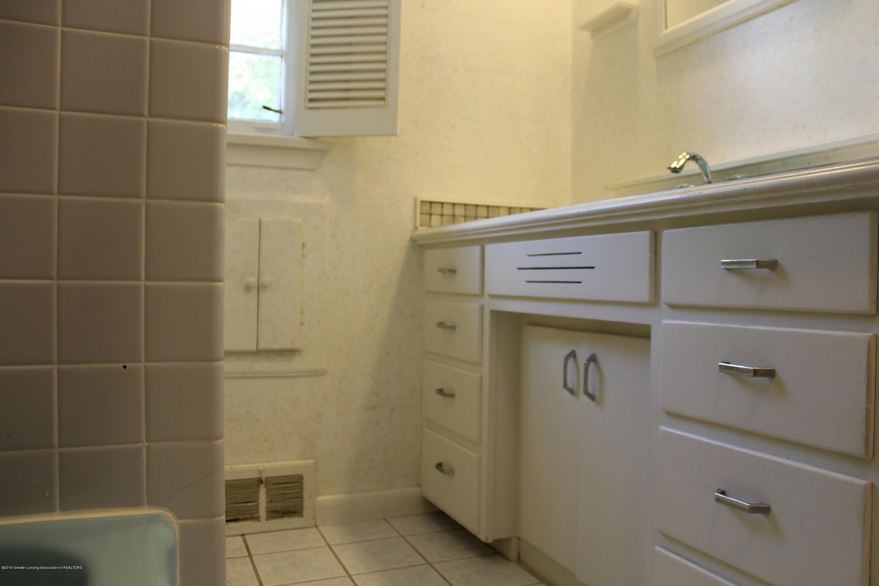 148 University Dr - Bathroom 1 - 9