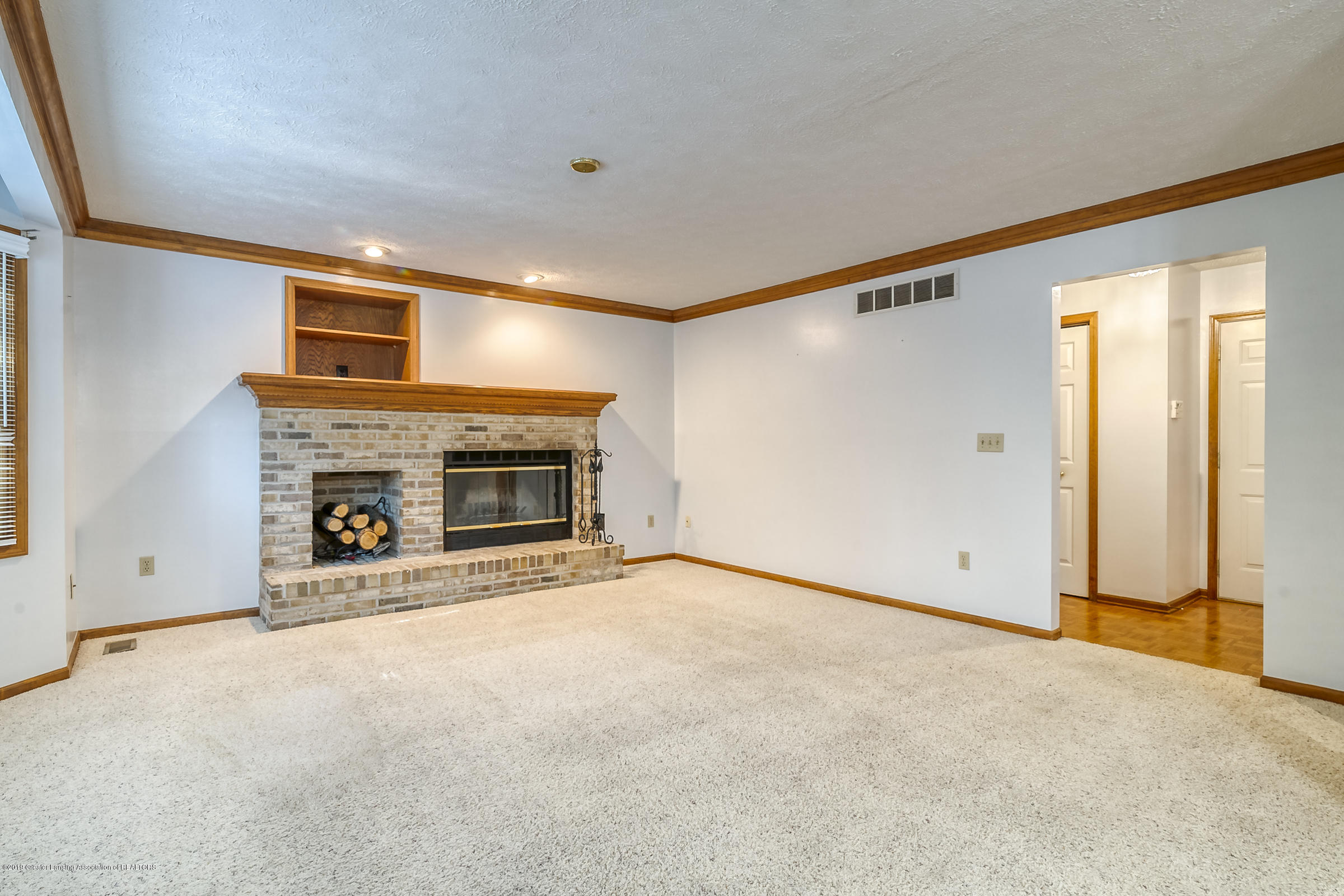 2343 Chisholm Ct - LIVING ROOM - 5