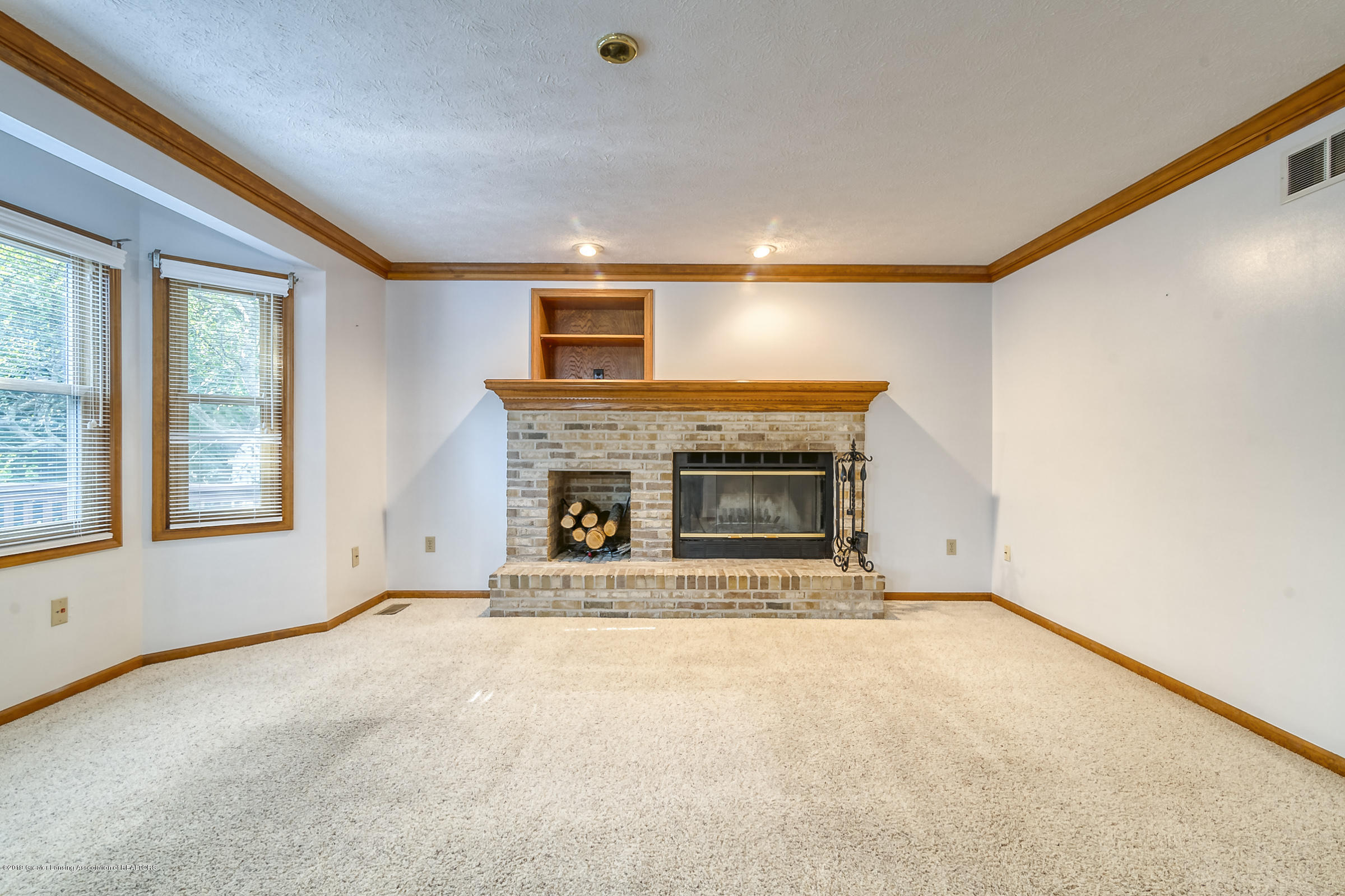 2343 Chisholm Ct - LIVING ROOM - 3
