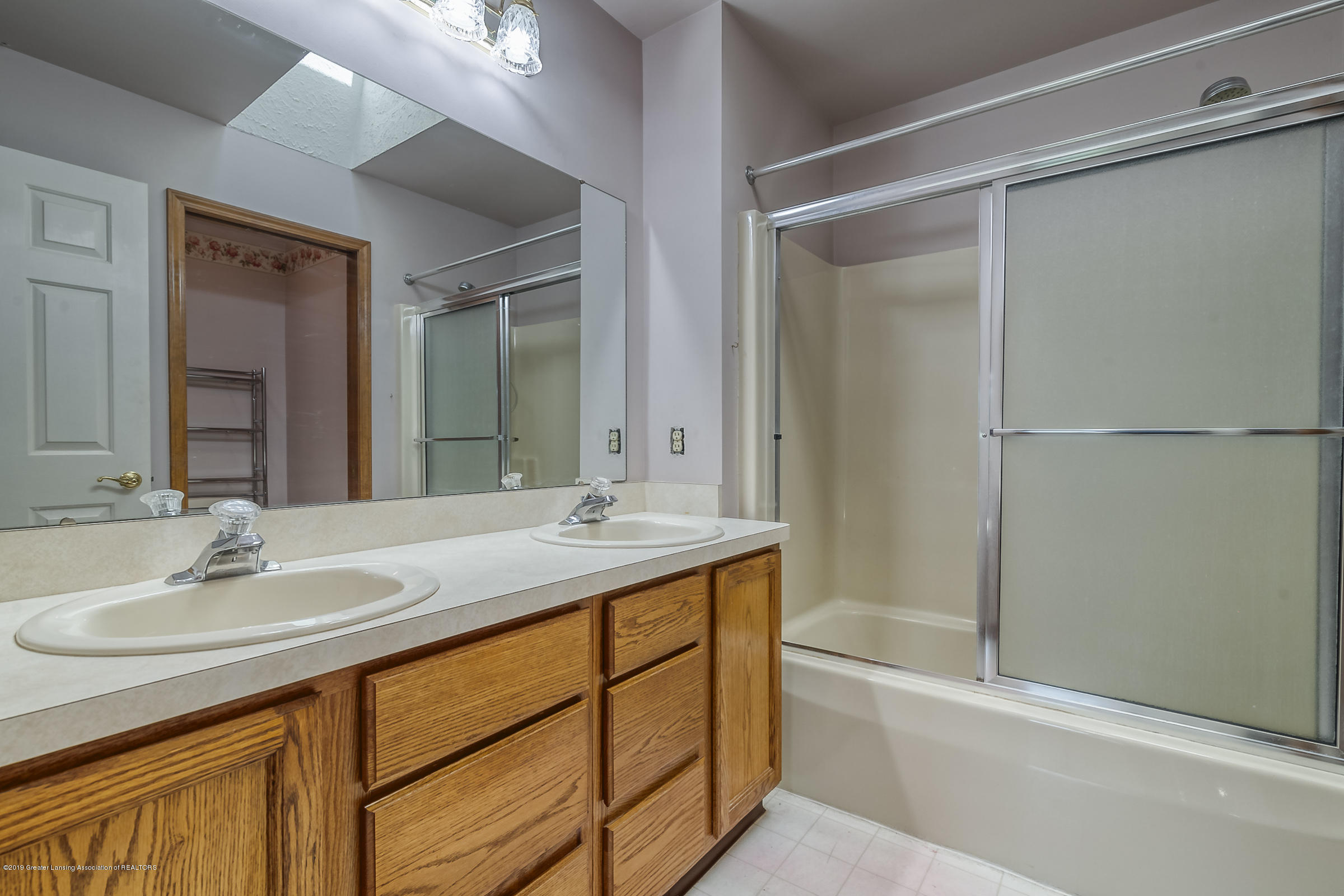 2343 Chisholm Ct - MASTER BATHROOM - 29