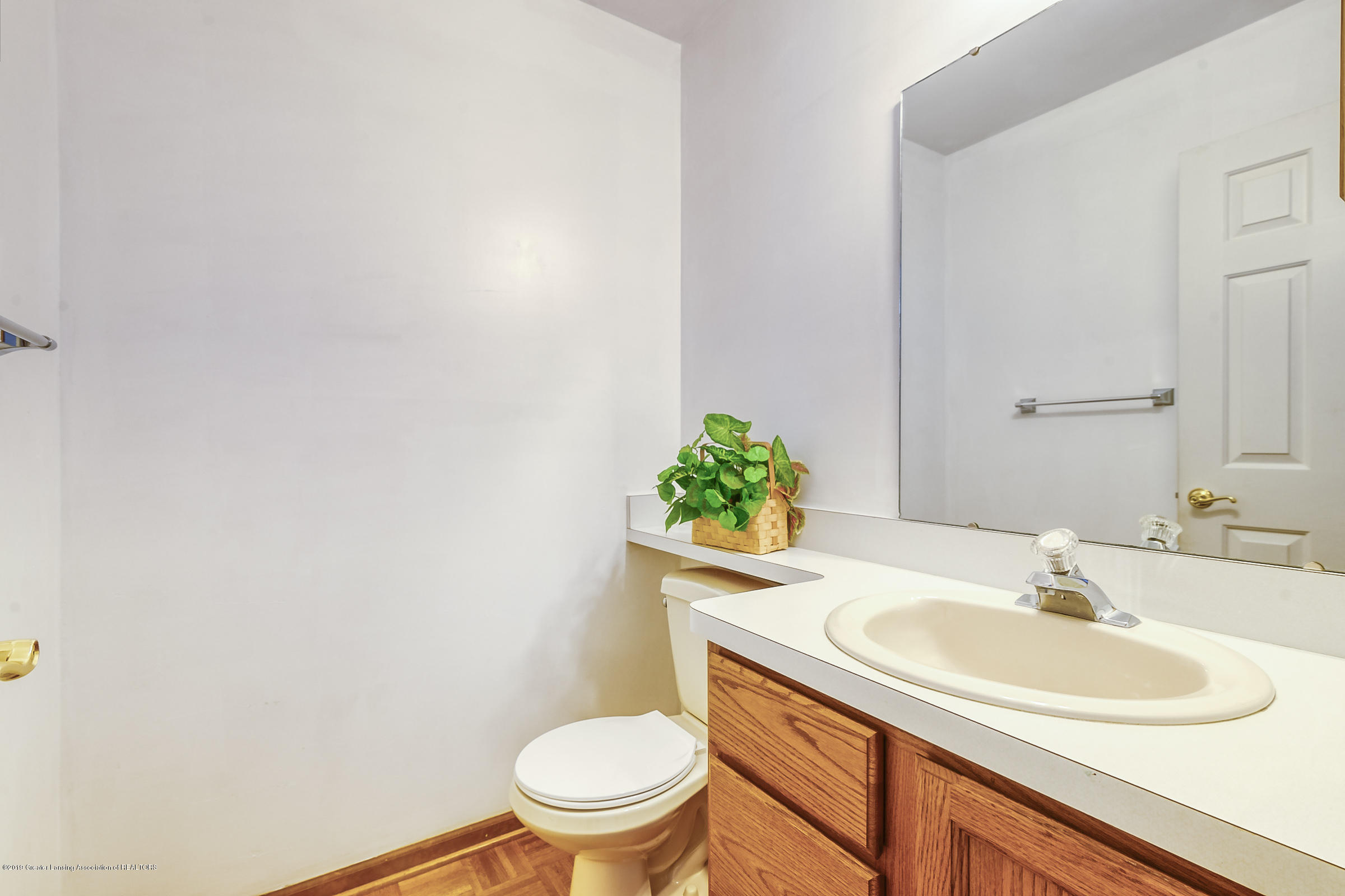 2343 Chisholm Ct - HALF BATHROOM - 17