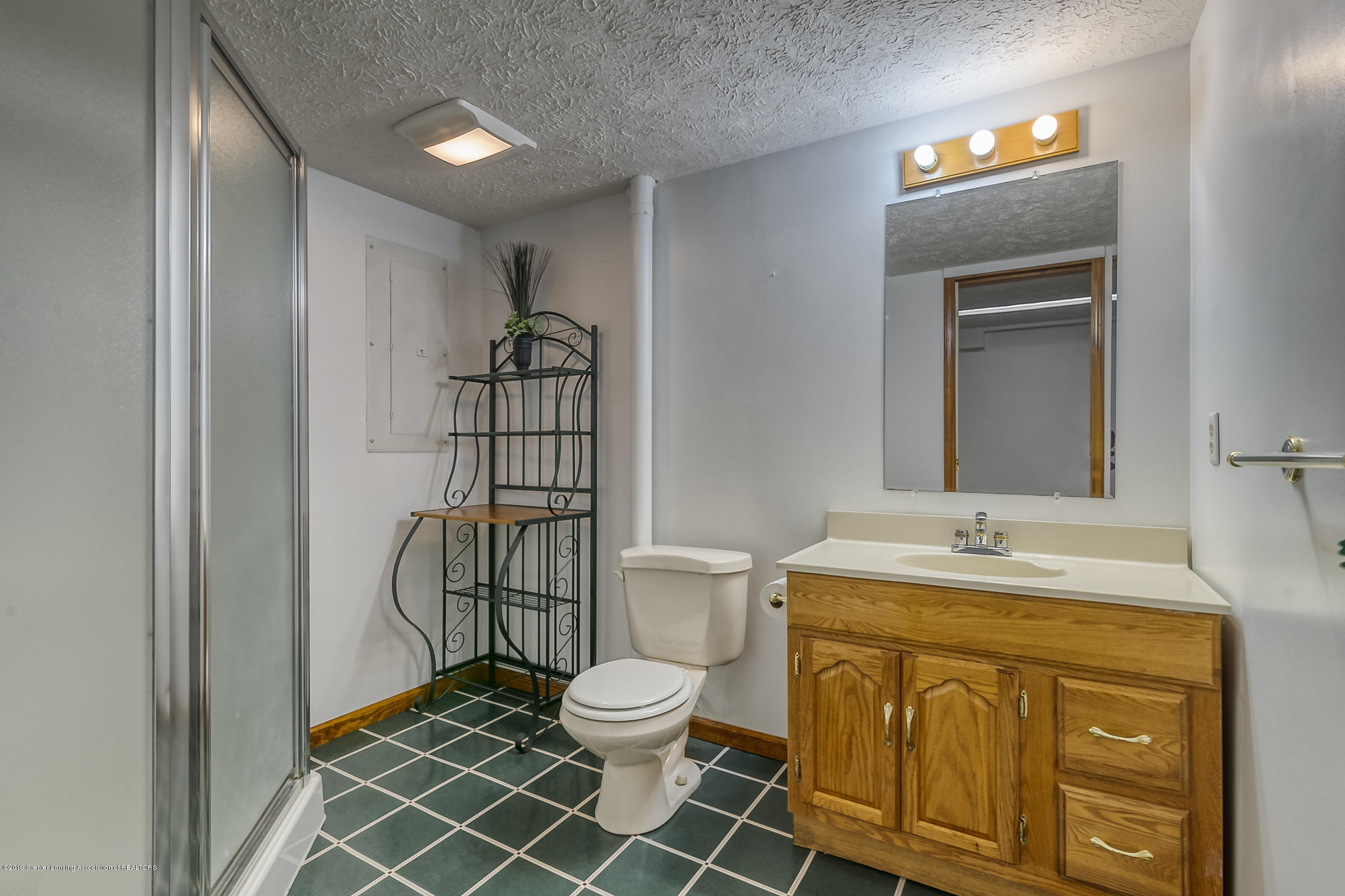 2343 Chisholm Ct - 3RD BATHROOM - 34