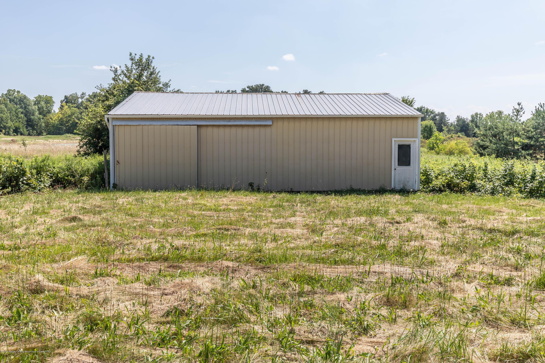 5695 W Pratt Rd - Pole barn - 19