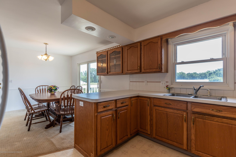 5695 W Pratt Rd - Kitchen - 5