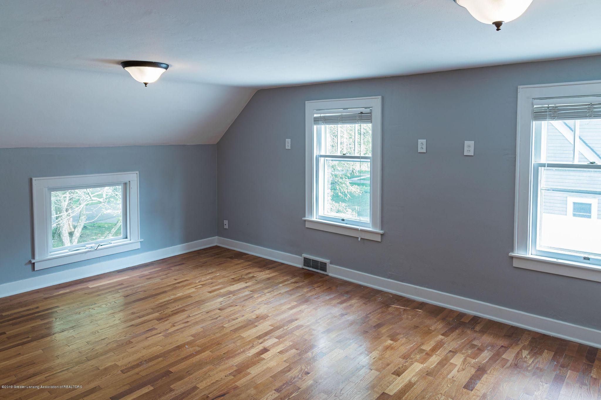 219 Oakland Dr - Large bedroom - 10