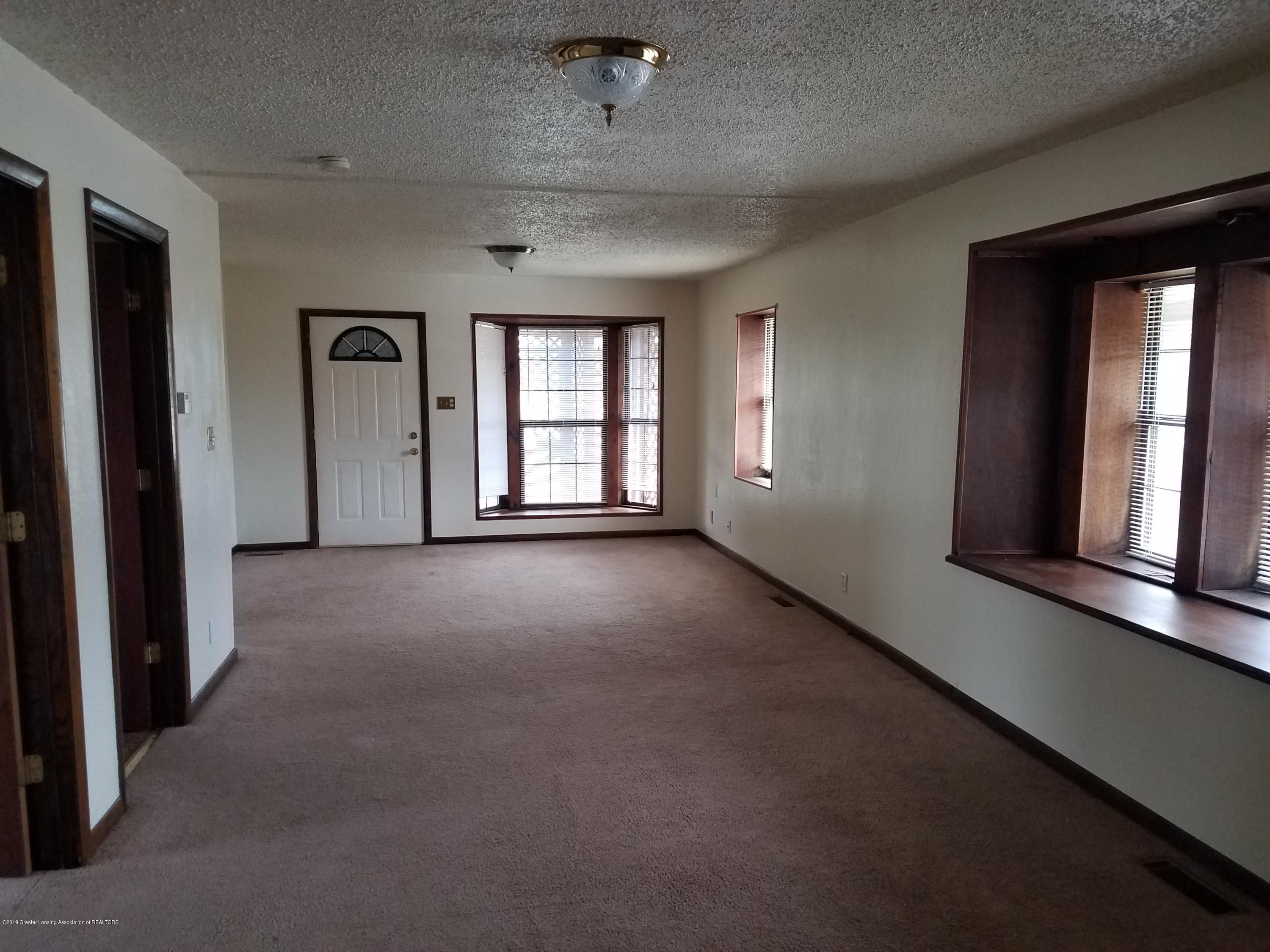 5420 S Martin Luther King Jr Blvd - Living Room - 3
