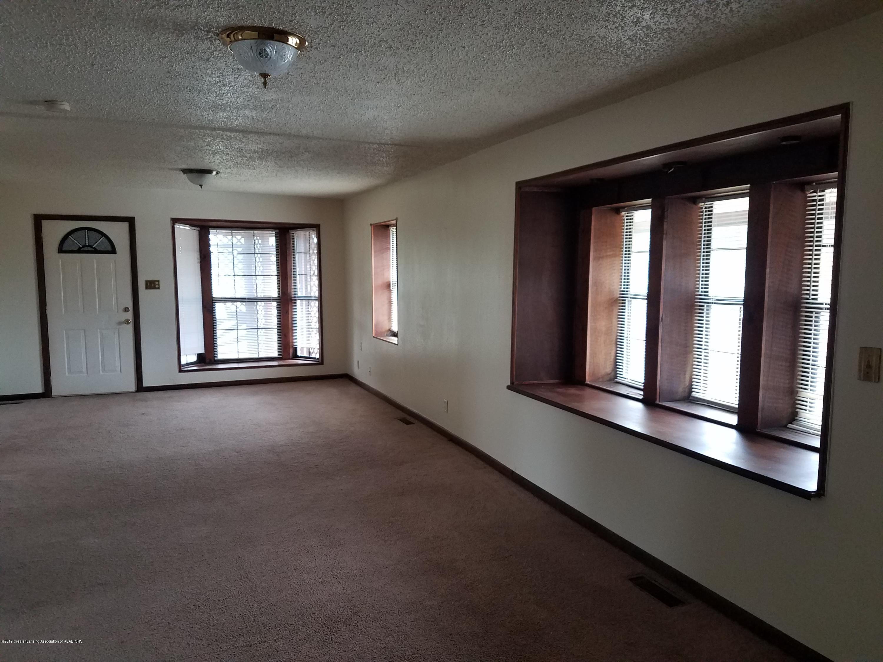 5420 S Martin Luther King Jr Blvd - Living Room - 4