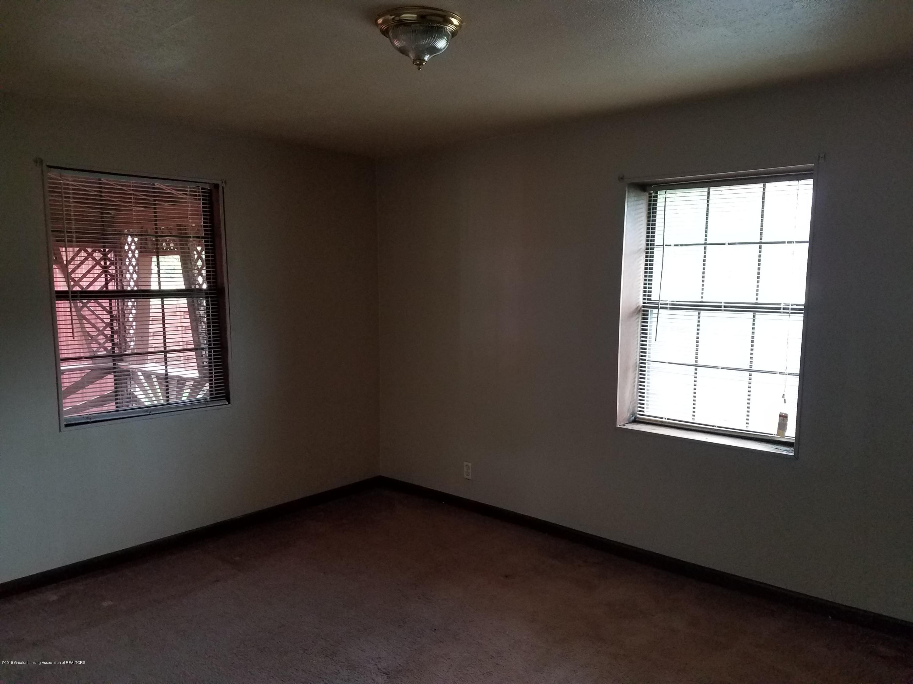 5420 S Martin Luther King Jr Blvd - Living Room - 5