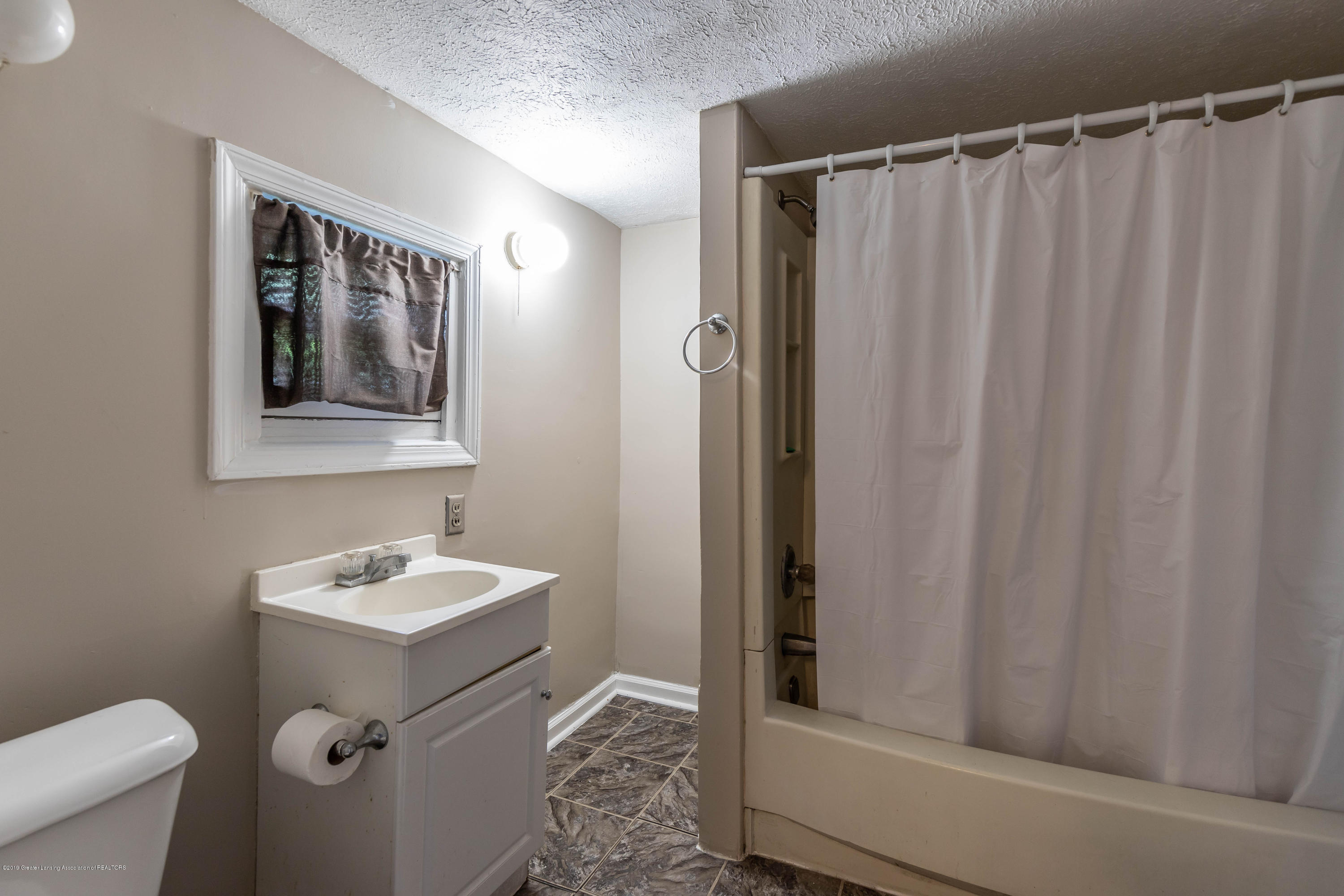 638 Jessop Ave - Bathroom - 11
