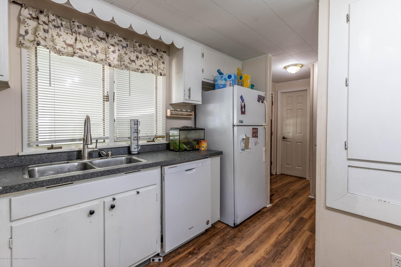 425 Maple St - Kitchen - 9