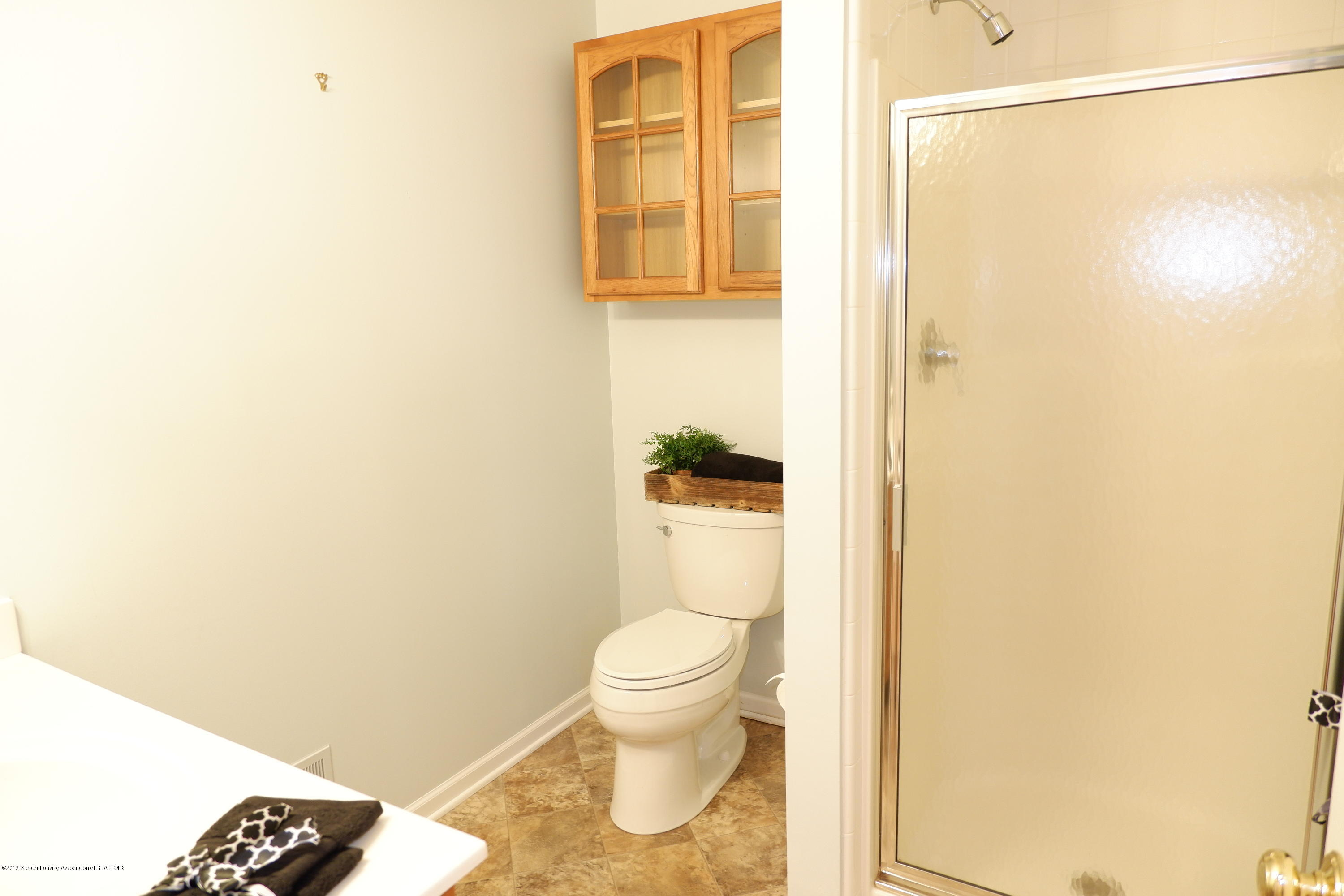 5250 E Hidden Lake Dr 89 - Full bath off main hall - 26