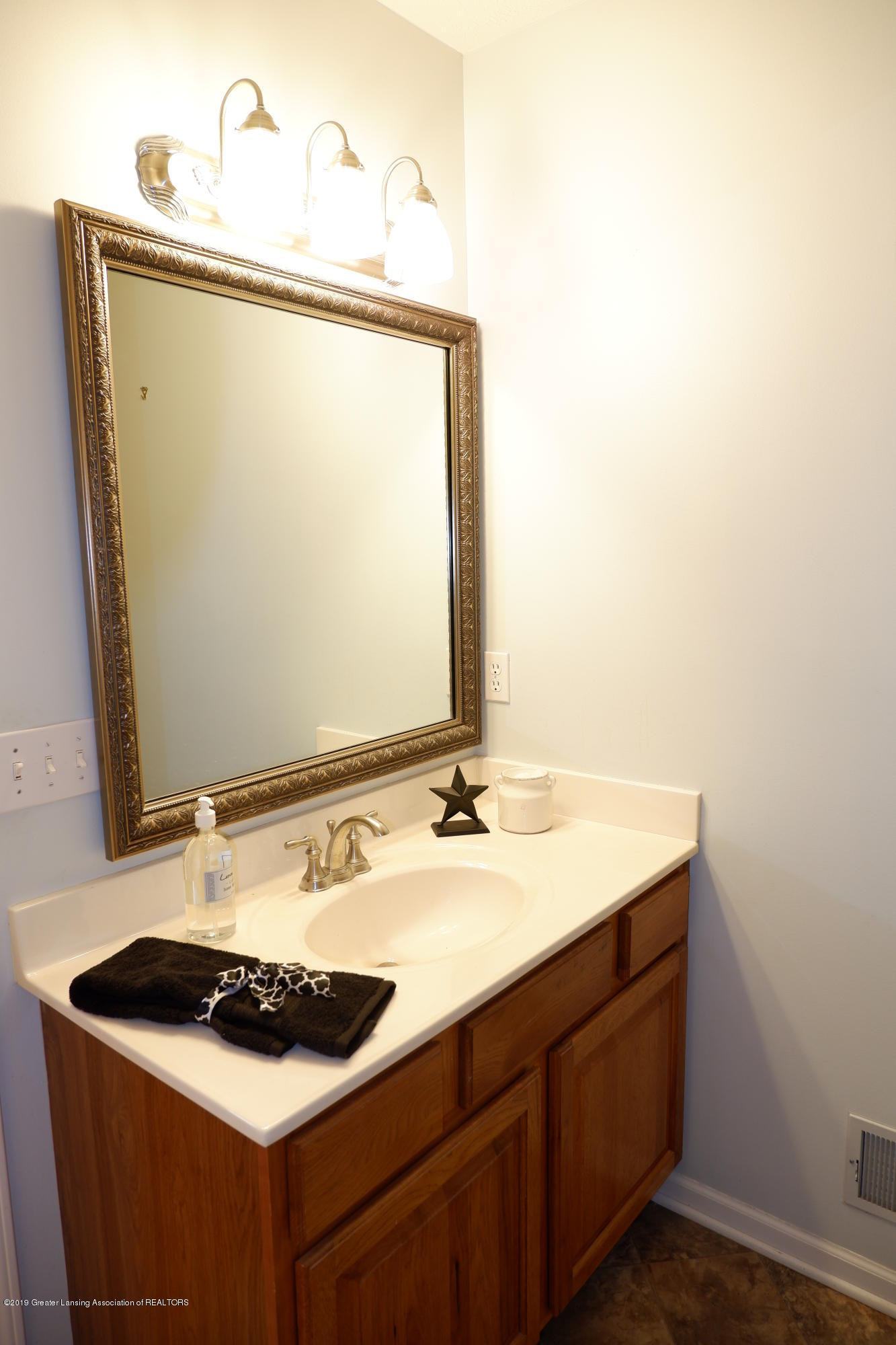 5250 E Hidden Lake Dr 89 - Doubles as guest bathroom - 27