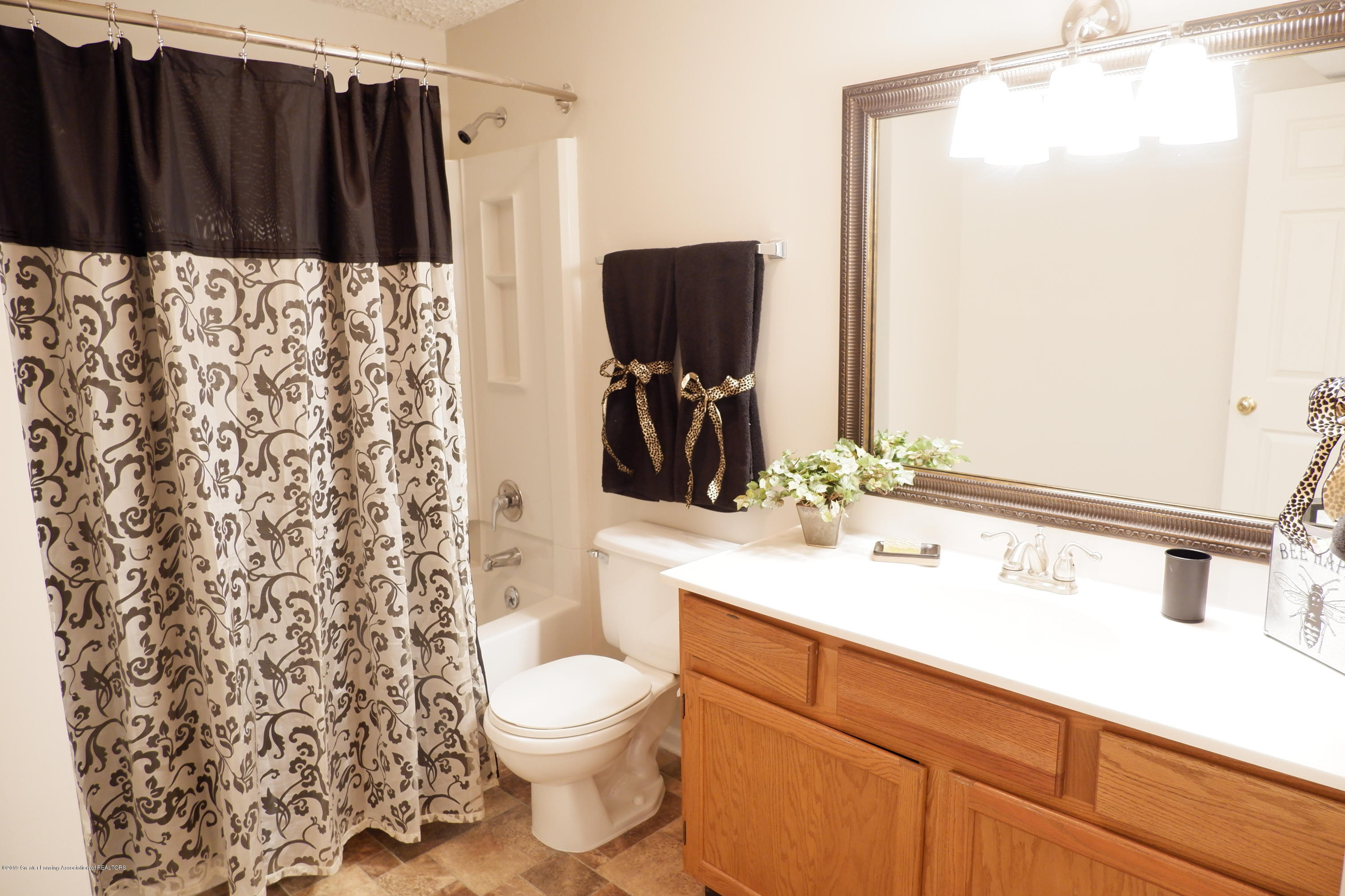5250 E Hidden Lake Dr 89 - Lower level 3rd bathroom - 35