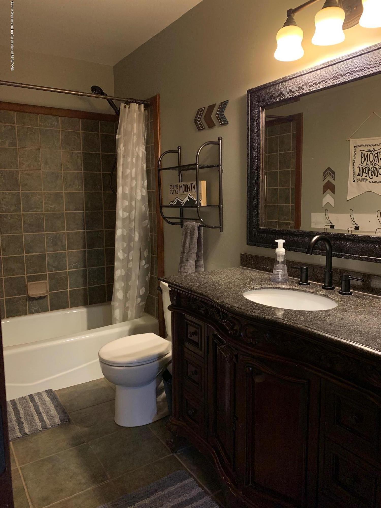 1200 Ascot Pl - Bathroom - 18